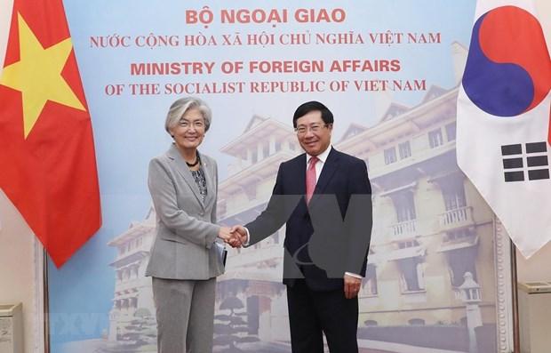 Entretien entre le vice-PM et ministre vietnamien des AE et la ministre sud-coreenne des AE hinh anh 1