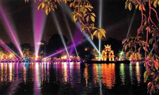 Hanoi envisage d'autoriser des services de nuit pour stimuler l'economie nocturne hinh anh 1