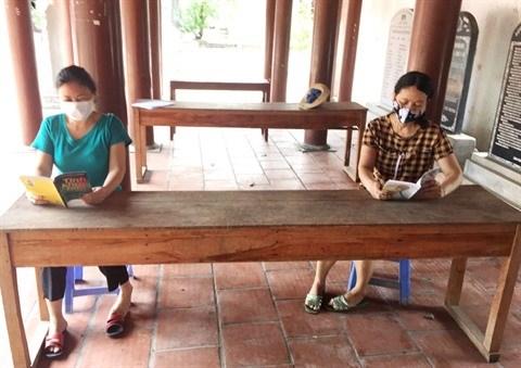 Hanoi : lecture, un passe-temps prise au village de Vong Ngoai hinh anh 1