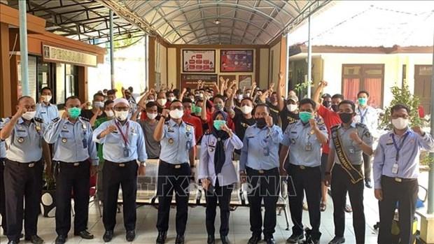 L'ambassade du Vietnam en Indonesie rencontre des pecheurs detenus hinh anh 1