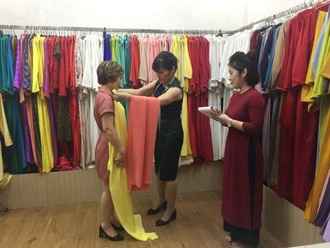 L'ao dai, l'embleme des femmes vietnamiennes hinh anh 3