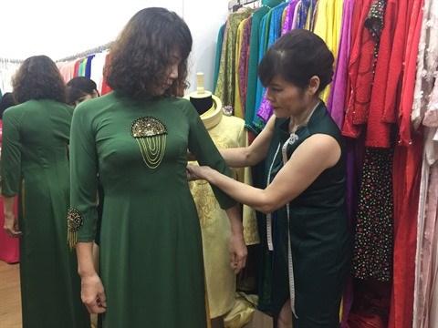 L'ao dai, l'embleme des femmes vietnamiennes hinh anh 2