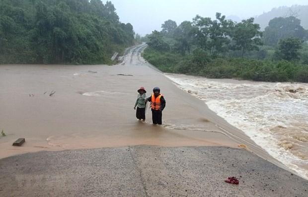 Le PM demande plus d'efforts pour faire face aux inondations au Centre hinh anh 1