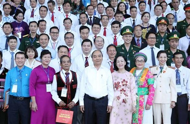 """Le PM rencontre des personnes exemplaires du mouvement """"Mobilisation aupres des masses"""" hinh anh 1"""