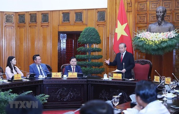 Le vice-PM Truong Hoa Binh honore les hommes d'affaires illustres hinh anh 1