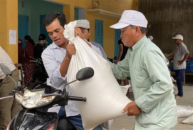 Plus de 954 tonnes de riz pour Ninh Thuan sinistree par la secheresse hinh anh 1