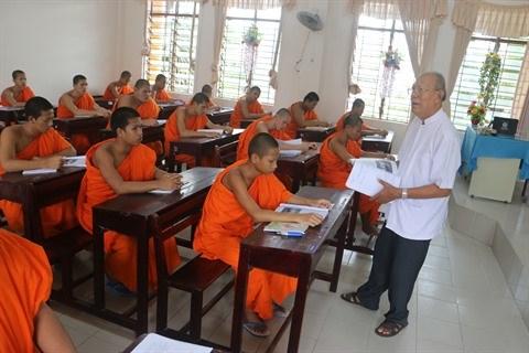 A Soc Trang, un professeur khmer se consacre corps et ame a la cause educative hinh anh 1
