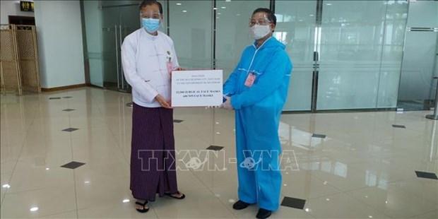 COVID-19: le Vietnam presente des fournitures medicales au Myanmar hinh anh 1