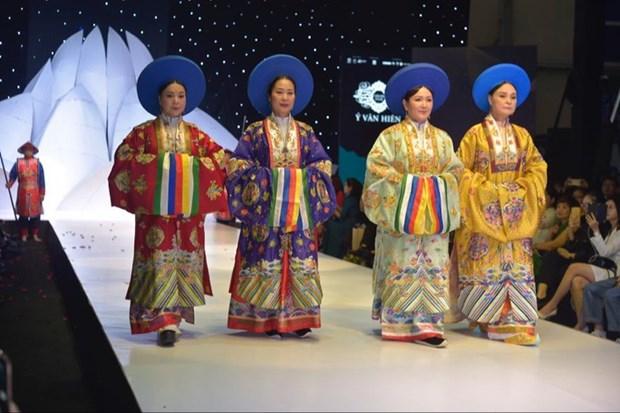 Les costumes a l'ancienne, le fil reliant le passe au present hinh anh 2