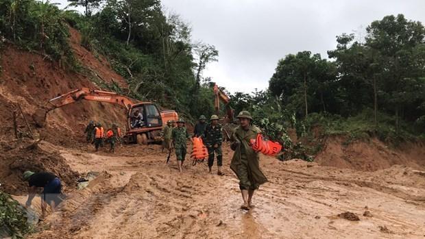 Quang Tri: trois soldats retrouves morts, 19 disparus dans un glissement de terrain hinh anh 1