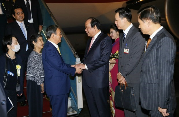 Le Premier ministre japonais Suga Yoshihide entame sa visite au Vietnam hinh anh 1