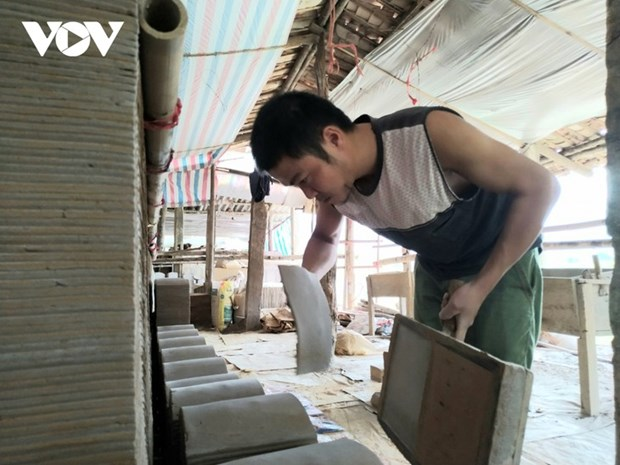 Dans les coulisses de la fabrication de tuiles yin-yang a Quynh Son hinh anh 2