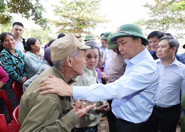 Le Premier ministre travaille avec les provinces sinistrees du Centre hinh anh 1