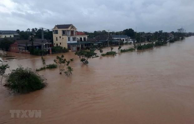 Inondations au Centre : message de sympathie du Roi et de la Reine de Thailande hinh anh 1