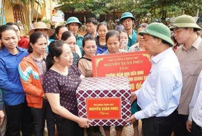 Le gouvernement vient au secours des sinistres des crues dans le Centre hinh anh 1