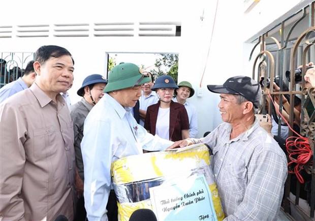 Intemperies : le Premier ministre rend visite a des sinistres au Centre hinh anh 1