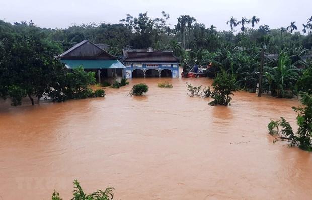 Les secours continuent a affluer dans les provinces sinistrees hinh anh 1