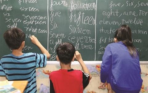 """Une classe """"zero dong"""" s'eclaire sous le viaduc a Ho Chi Minh-Ville hinh anh 1"""