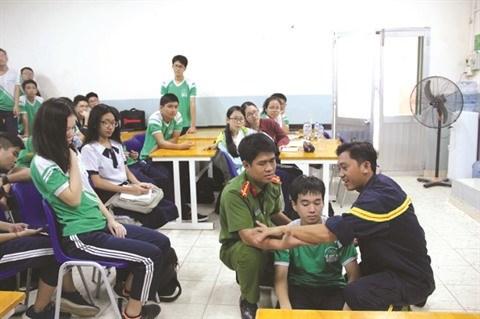 Les enfants sont prepares a reagir aux catastrophes naturelles a l'ecole hinh anh 1