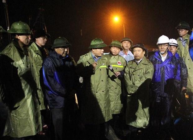 Le Vietnam se prepare au typhon Vamco hinh anh 2