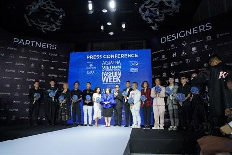 Lancement de la Semaine de la mode internationale du Vietnam Aquafina hinh anh 1