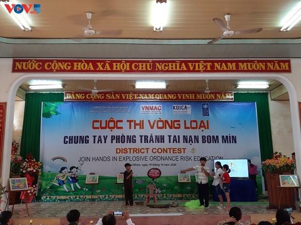 Binh Dinh sensibilise les jeunes a la prevention des bombes et des mines hinh anh 1