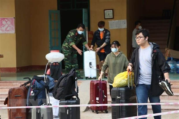 Le Vietnam enregistre cinq cas de COVID-19 importees hinh anh 1