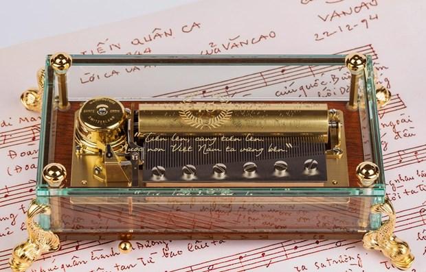 L'hymne national vietnamien sur un boite a musique de luxe suisse hinh anh 1