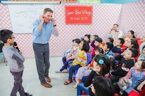 """Un """"Ong Tay"""" enseigne gratuitement l'anglais au Vietnam hinh anh 1"""