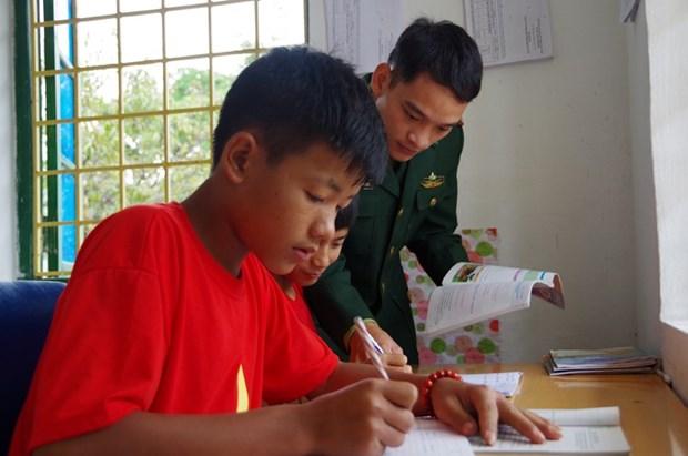 Lai Chau: quand les gardes-frontieres adoptent des enfants hinh anh 2