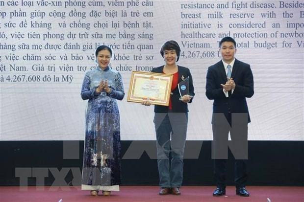 L'Union des organisations d'amitie du Vietnam decore 50 ONG etrangeres hinh anh 1
