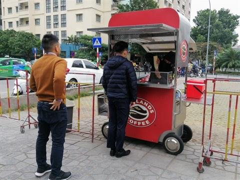 COVID-19 : Les chaines de cafe au Vietnam developpent la vente a emporter hinh anh 1