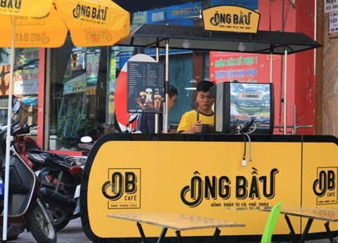COVID-19 : Les chaines de cafe au Vietnam developpent la vente a emporter hinh anh 2