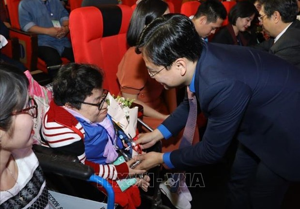 Mise a l'honneur de 64 jeunes handicapes hinh anh 1