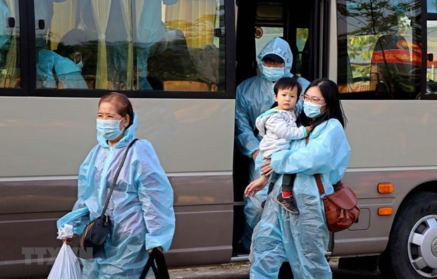 Coronavirus: trois cas importes confirmes lundi hinh anh 1