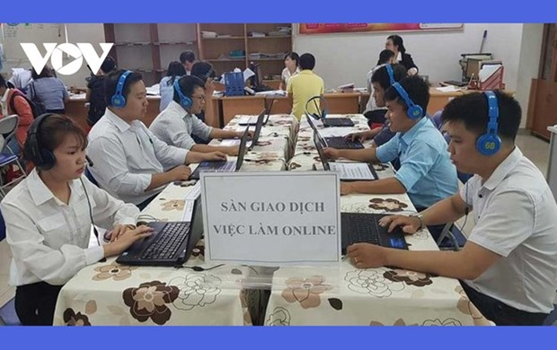« Seance de transactions d'emplois en ligne » pour 6 provinces du Centre hinh anh 1