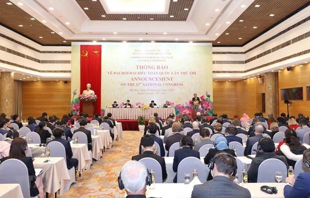 Informer les diplomates etrangers sur le 13e Congres national du PCV hinh anh 1
