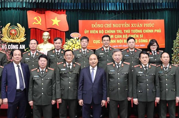 Le PM inspecte l'etat de preparation au combat des forces de police hinh anh 2