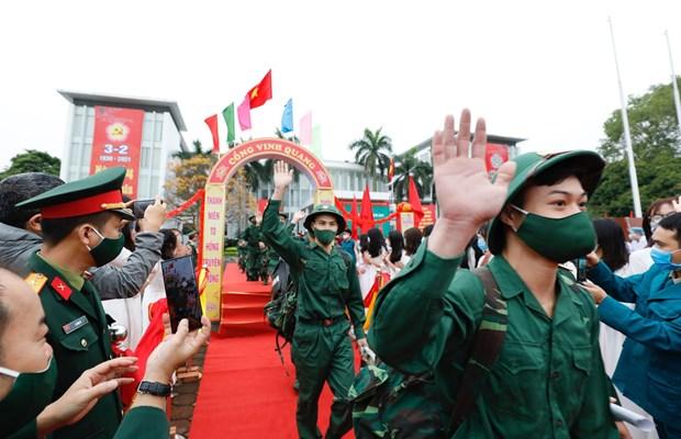 Des jeunes de plusieurs localites en route vers l'armee hinh anh 1
