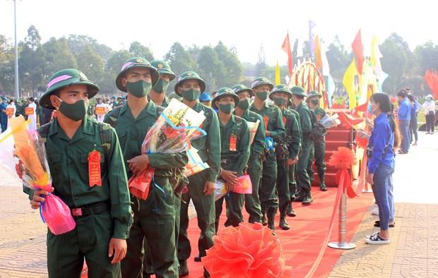 Des jeunes de plusieurs localites en route vers l'armee hinh anh 3