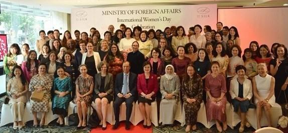 Le ministere des Affaires etrangeres rencontre des femmes diplomates hinh anh 1