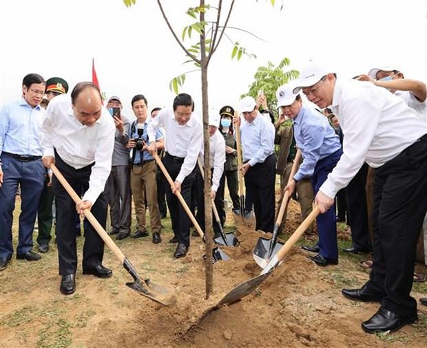 Le Premier ministre Nguyen Xuan Phuc en tournee a Nghe An hinh anh 2