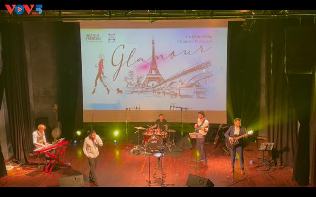 Glamour, un voyage au cœur de la chanson francaise a Hanoi hinh anh 1