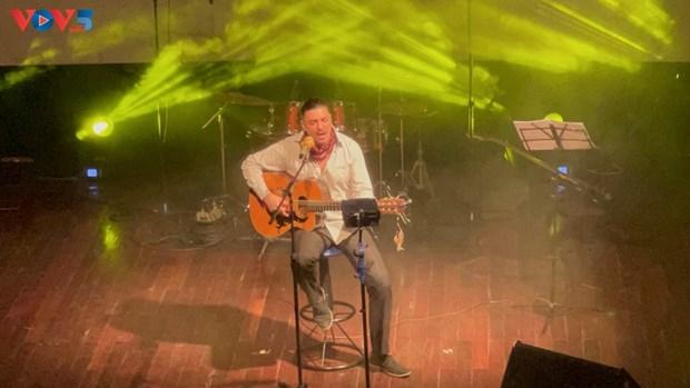 Glamour, un voyage au cœur de la chanson francaise a Hanoi hinh anh 2