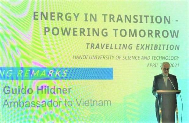 Une exposition itinerante pour sensibiliser a la transition energetique hinh anh 1
