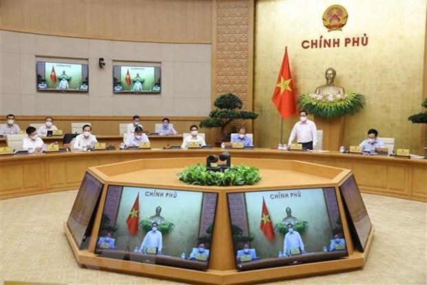 Le Premier ministre preside la reunion d'avril du gouvernement hinh anh 2