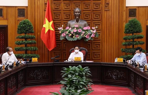 Le Premier ministre preside une reunion sur la lutte contre le COVID-19 hinh anh 1