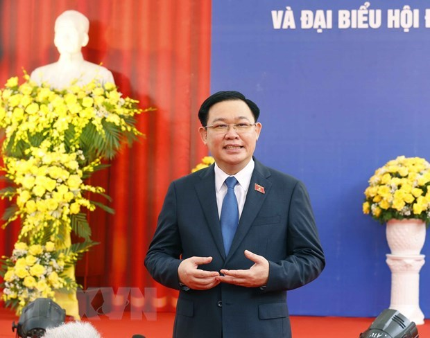 Le president de l'AN inspecte les operations electorales a Hanoi et Hai Duong hinh anh 1