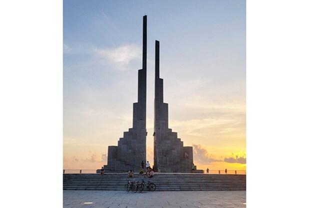 La tour Nghinh Phong, nouveau symbole du tourisme de Phu Yen hinh anh 2