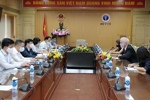 Le ministere de la Sante travaille avec des ambassadeurs sur les vaccins contre le COVID-19 hinh anh 1